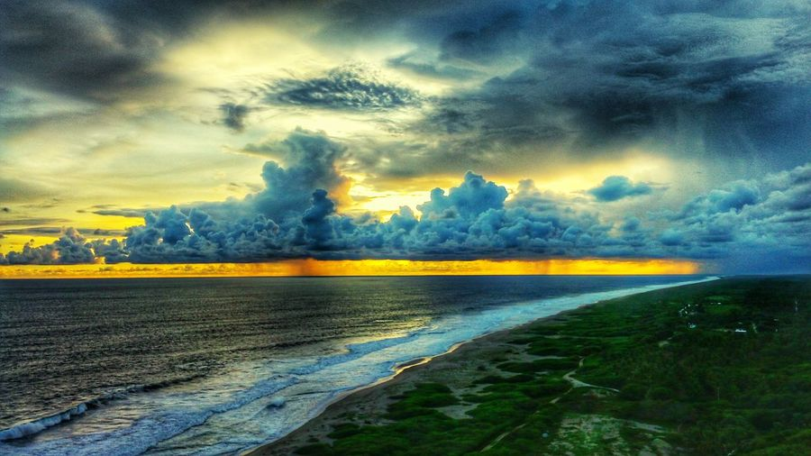Nature Travel Beauty In Nature Atardeceres Atardecer En La Playa Atardecerporelmundo Sol Paisajes Paisajes Naturales. Mexico_maravilloso Sky Travel Destinations Multi Colored Beauty Cloud - Sky Outdoors Sunset Reflection Mountain Landscape Scenics No People Tree Yellow Rural Scene