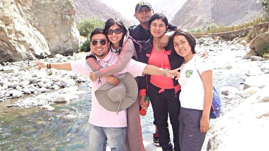 con mis Friends Colegas ,Ingenieros en acción :) en River Lunahuana Ica estudió, práctica y diversión yeah' ;) a seguir.. =) sin sacrificio no ahí victoria :p