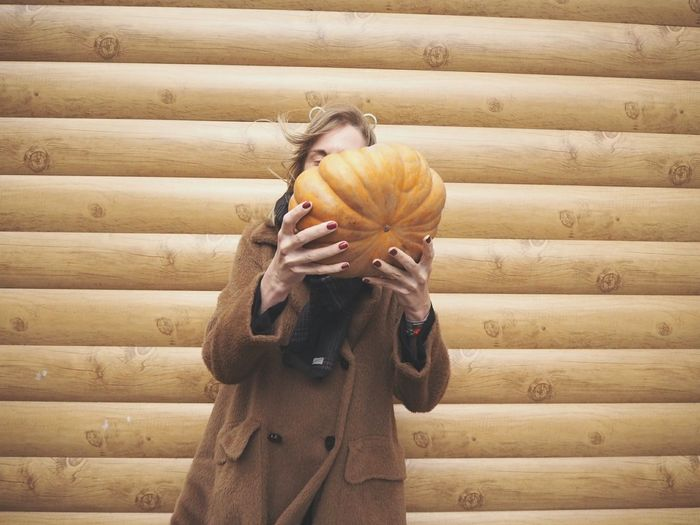 EyeEm Selects One Man Only Standing One Animal Adult Only Men People One Person Day Men Indoors  Domestic Animals Adults Only Bird Close-up Human Hand Halloween Front View Pumpkin Cold Temperature One Woman Only Domestic Life Lifestyles Wood - Material Second Acts