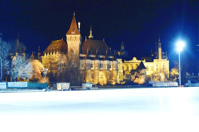 Budapest skating rink at night 💜 *Q* >\\< Budapest Winter Travel Destinations Snow Architecture Cold Temperature City Night Snowing No People Skating Rink✌ Beautiful Amazing *-* Budapest Love 💟