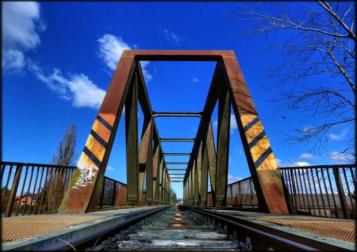 Eisenbahnbrücke in Hille Effects & Filters Red Hüpapics Yellow Blue Bridge Graffiti Art Kunst Ist Was Du Daraus Machst EyeEm Best Shots Hille Pentax Gleise Railroadphotography Colorful Farbenspiel