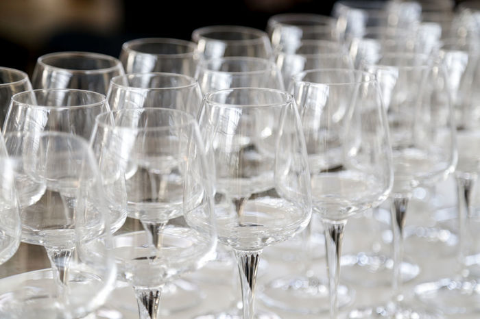 Bicchieri Vetri E Colori Empty Wine Glass Bicchiere Buffet Glass Glass Of Wine More Glasses Wineglass Wineglasses