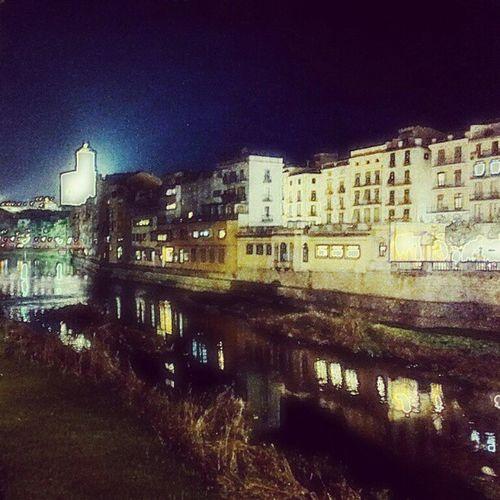 Gironamenamora també de Nit