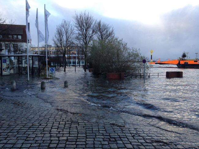 "After storm ""Xaver"" Taking Photos Water_collection Flood Bremen - Vegesack"