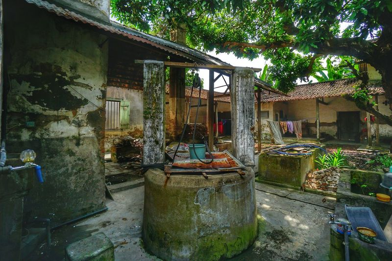 Very old traditional water well in Lasem...... Old Old House Water Well Heritage Traditional House Photography By @jgawibowo Shot By Arif Wibowo INDONESIA Travel Photography Sony A6000 Likeforlike Like4like Landscape Architecture Built Structure Outdoors Day No People Building Exterior Water