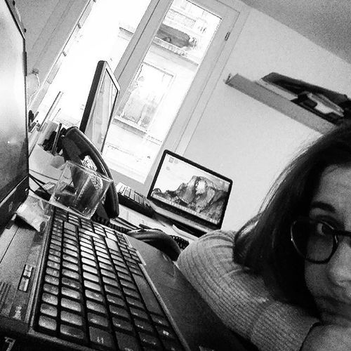 Surroundedbycomputers Workingday RainyDay Venice Circondatadacomputer Lavoro Giornatadipioggia Venezia FriendzSelfie WomeninBusiness Check This Out Shot Of The Day From My Point Of View
