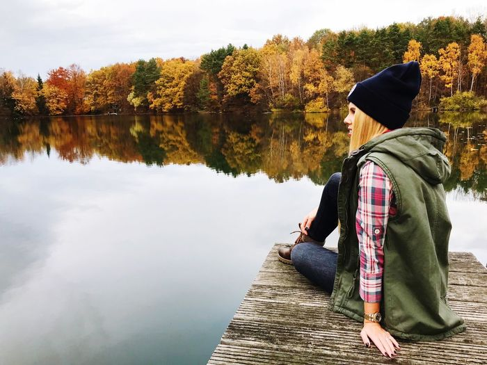Autumn mood at the lake 🍁 Water Lake Real People Lifestyles One Person Leisure Activity Autumn Mood Sitting Tree Beauty In Nature Outdoors Reflection Nature