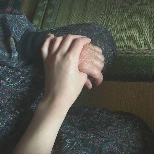 おばあちゃんの手 孫の手