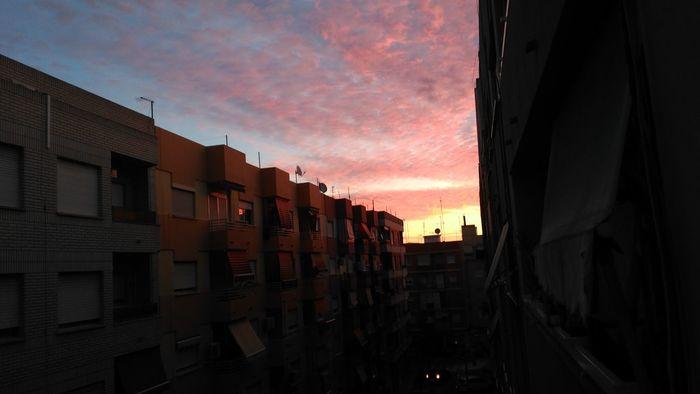 Amanecer En Mi Ciudad Amanecer Sunshine Sky City Clouds And Sun Pink Sky Cielo Rosa