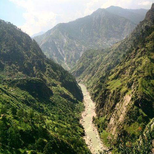 Sarahan Ontheway to Narkanda Kinnaur Himalaya Himalayas PhonePhotography Xperiaz Himachal Lonetraveller Wanderer River Mountain Narrow Road Ankitdogra