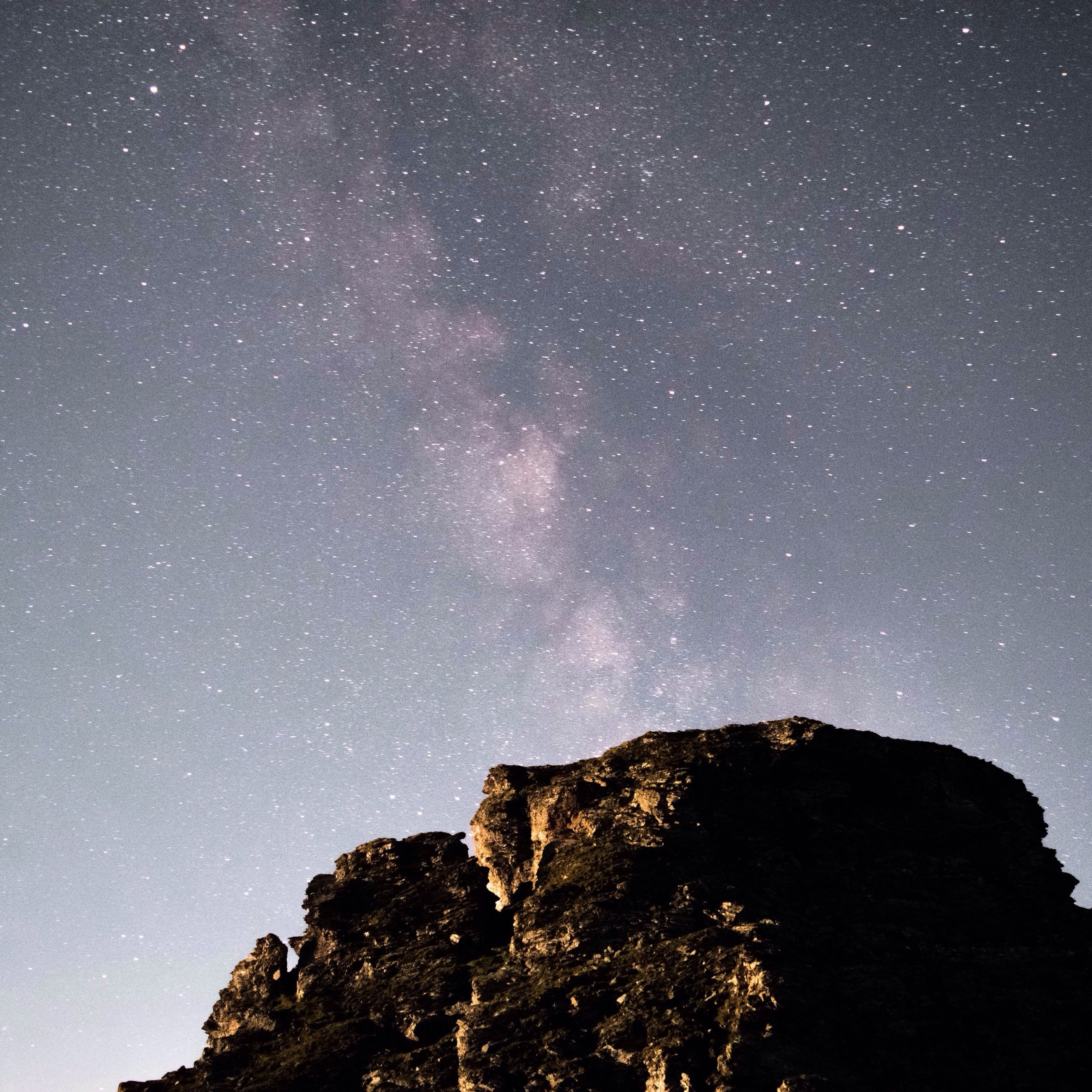night, star - space, star field, low angle view, astronomy, scenics, tranquil scene, beauty in nature, tranquility, sky, star, nature, galaxy, space, infinity, idyllic, tree, milky way, majestic, rock formation