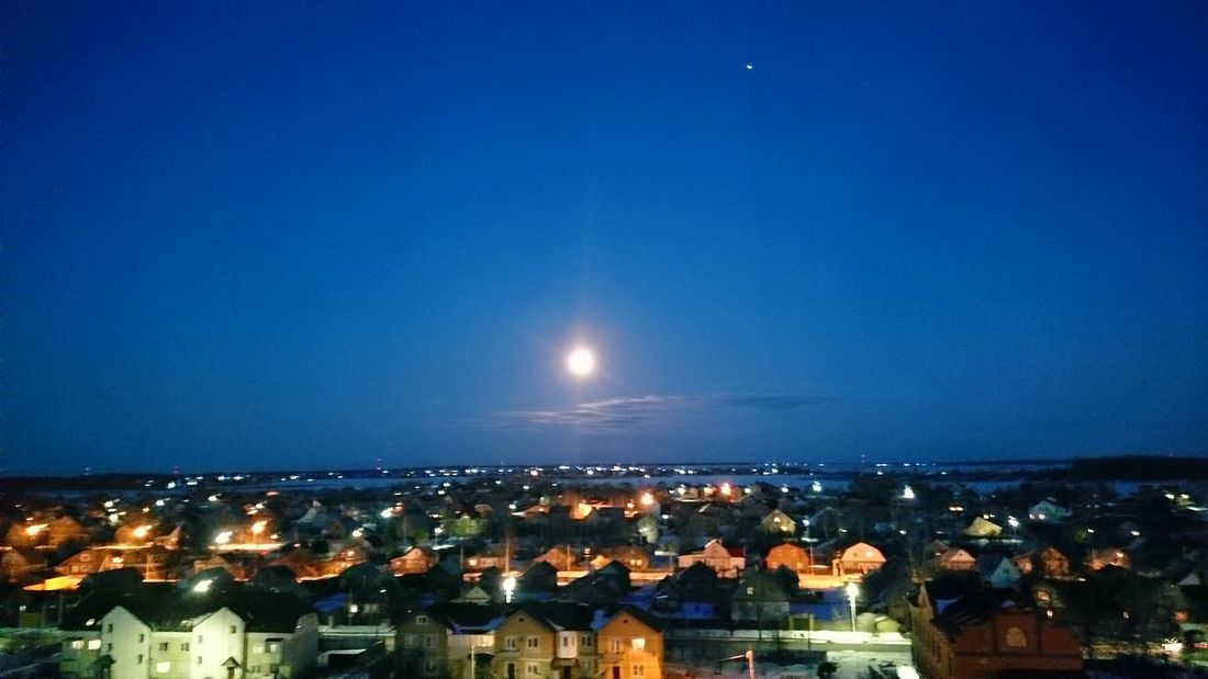 Hello World Taking Photos City Amazing Moon Moonlight Fuulmoon Eeyem Photography Buldings Russia No Edit/no Filter Nowhere привет мир луна🌚 полная луна город здания русская утром