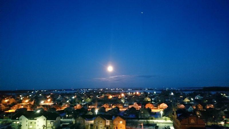 Hello World Taking Photos City Amazing Moon Moonlight Fuulmoon Eeyem Photography Buldings Russia No Edit/no Filter Nowhere привет мир луна🌚 полная луна город здания русская утром