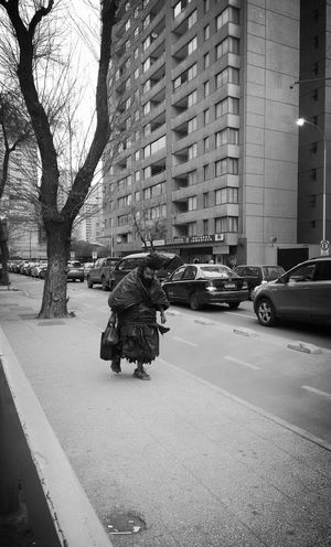 Taking Photos Check This Out Urban Street Street Photography Streetphotography Streetphoto_bw Blackandwhite Photographie  Background City Street Casualphotography Santiago De Chile Taking Photos Chile City