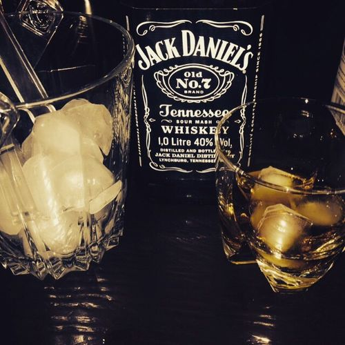 Drinking AboutLastNight Whiskey Hanging Out Enjoying Life Alcohol Ice Jackdaniels Oneofmyfavorites Whiskey And Cigars Hello World Gathering Friday Night Anotherweekdown Check This Out Love Cheese! Cheers 🍻