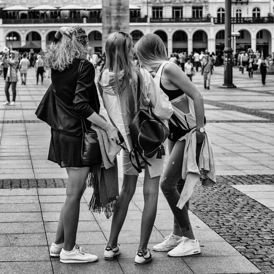 Street_17 3 Woman Alsterarkaden Casual Clothing City City Life City Street Crowd Cultures Day Group Of People Hamburg Large Group Of People Leisure Activity Lifestyles Mixed Age Range Outdoors Store Street Photography Townhall Hamburg