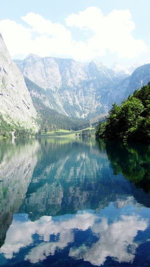Wasserspiegelungen am Obersee, Königsee Berchtesgaden Taking Photos Travel Photography Water Reflections Water_collection See The World Through My Eyes Obersee Klarer Bergsee Hello World Enjoying Life Best EyeEm Shot Nature_collection Naturelovers Nature Photography My EyeEm Gallery Hello World Wasser Und Natur🌱 Wasser Und Himmel Und Wolken Wolkenbilder Wolkenspiegelungen Clouds And Sky Clauds And Waterreflektion Berge Mountains Mountain View Mountain_collection