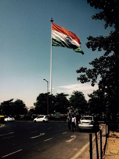 Grand salut for my flag 👍🏻🇮🇳 India Proud EyeEm Best Edits Edit Picoftheday EyeEm Best Shots IPhoneography DelhiGram Delhidiaries Indiapictures India_gram IPhone Flags In The Wind  Flag Indiaflag Proudtobeindian Canoughtplace Colors