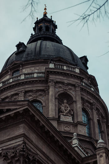 Camera - Canon 550D - Lens - 50 mm f/1.8 Blog : https://www.instagram.com/david_sarkisov_photography/ Architecture Low Angle View Built Structure Building Exterior Sky Travel Destinations No People Dome Place Of Worship Religion History The Past Nature Belief Spirituality Tourism Ornate Architecture Architectural Column City Travek Destination Budapest Europe Europe Trip Hungary Streetwise Photography