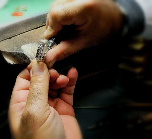 orafo Gioielli Jewellery Laboratory Laboratory Work Laboratorio Handmade Human Body Part Adults Only Human Hand Human Finger Only Women One Person One Woman Only Adult Indoors  Close-up Business Stories