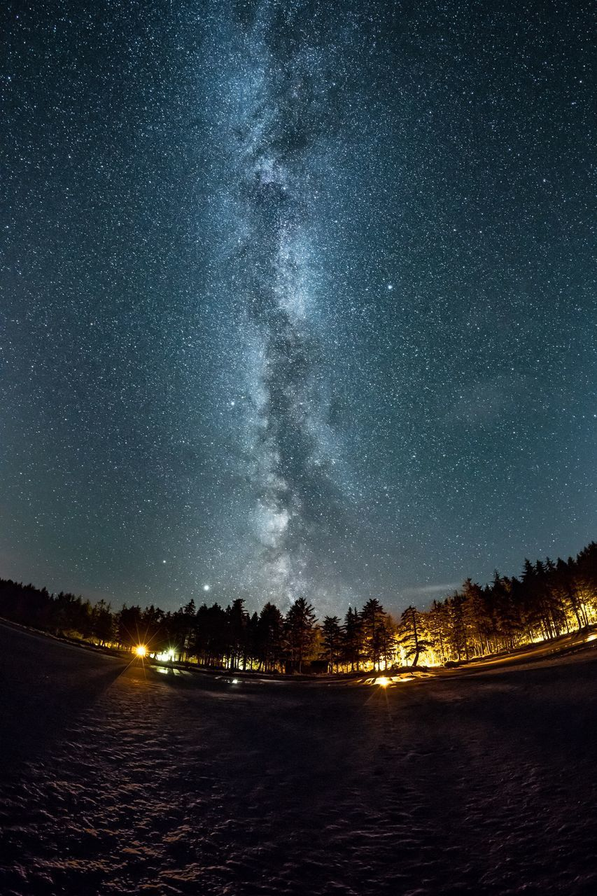 SCENIC VIEW OF ILLUMINATED STAR FIELD AGAINST SKY
