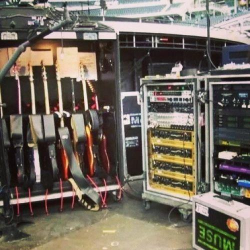 Matt's rig ? Mattbellamy Guitarrig Muse 20yearsofmuse manson