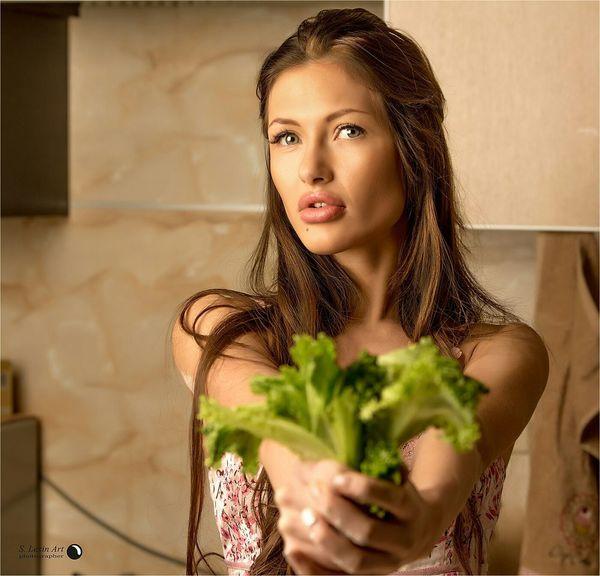 С праздником! Holiday Возьми! И сделай мне .... Beautiful Girl Lexinart Russia красивыедевушки EyeEm Best Shots Model салат
