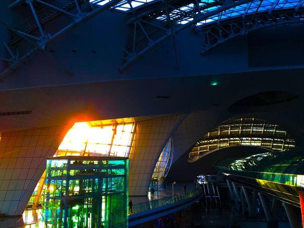 ちょうど朝日が差し込むところがガラス面なので、施設内がとても明るくなる。目が醒める。 Light And Shadow Good Morning Architecture Train Station Airport Korea 韓国 EyeEm Korea Sunrise Silhouette Sunrise 仁川 国際空港