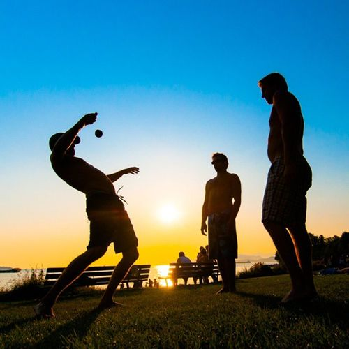 Wait for the drop 💣 New website/fresh portfolio now up www.daletidy.com Englishbay Vancouver Hackysack Soccer Juggling DaleTidyPhoto @nikontop