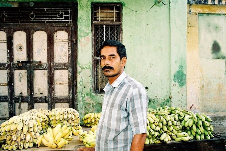Analogue Photography Bananas Faces Of India Green Color Market Minolta Dynax 505si Outdoors People Of India Portrait Stall Through India 2008 Feel The Journey