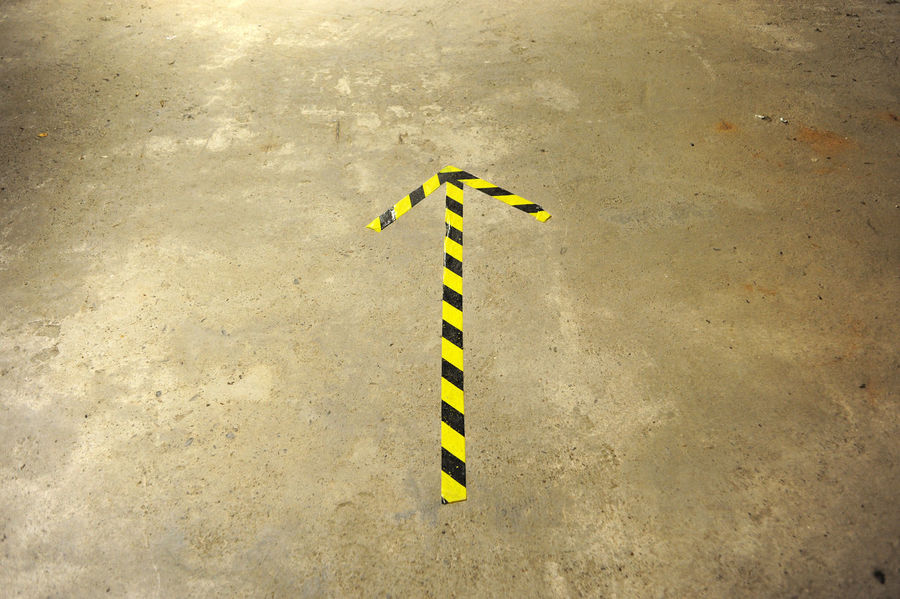 Abstract Photography Arrow Sign Black Brown Day Floor Indoors  Industrial Building  No People Pfeil Place This Way Yellow