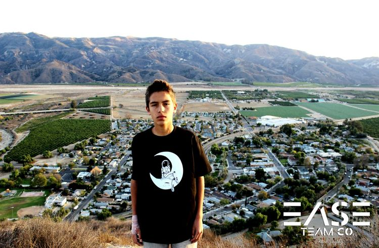 photoshoot I did with @easeteamco (instagram) View Hike Photography Clothingline Astronaut Astrophotography Skater Moon Photoshoot Clothing Brand
