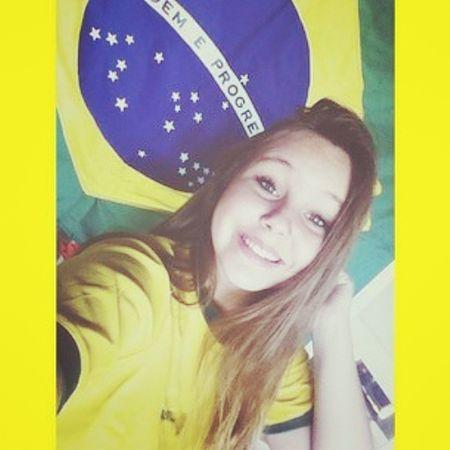 Achoooo que eu tô animada demais {foto tirada ontem, mais ta valendo} hahahah Worldcup Brazil MostraTuaForçaBrasil Hi!
