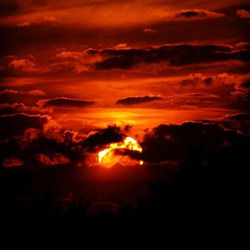 Even in the best of times, a rising sun like like make everything better. Yqr Nature Sky Sun sunrise twilight weather clouds cloudporn skylovers skypainters mothernature ladd00 reginask canada explorecanada travelcanada prairielife prairies prairieskies landoflivingskies Saskatchewan sask exploresask meandcanada