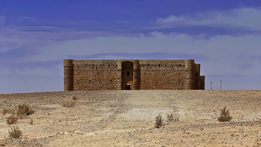 East Desert castle Qasr al-Kharana (Jordan) 🇯🇴 Abandoned Ancient Ancient Civilization Archaeology Architecture Building Exterior Built Structure Cloud - Sky Day Deterioration Field Fort History Land Landscape Nature No People Old Old Ruin Outdoors Ruined Sand Sky The Past Wall