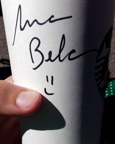 Parece que a mulher do Starbucks não sabe escrever bem o meu nome 😬😬 ÉOQueDáSerBrasileira Starbucks Friday Lx UnhaDeficiente