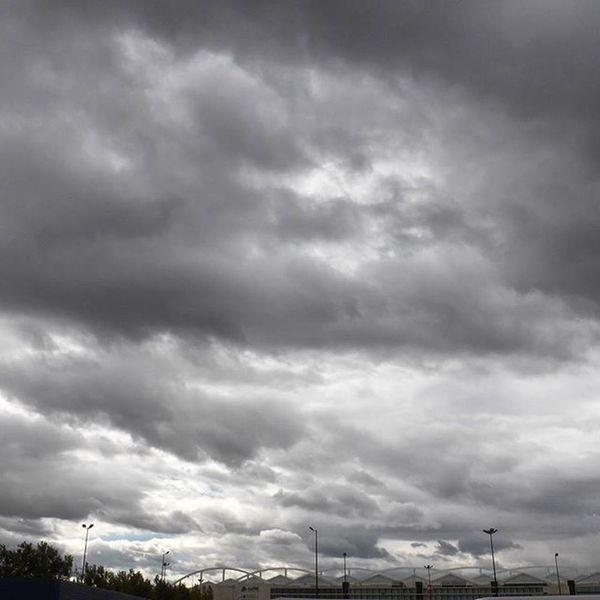 El cielo sobre DeliciasEstación Zaragoza Skylovers Clouds sky igerszgz instazgz autumn