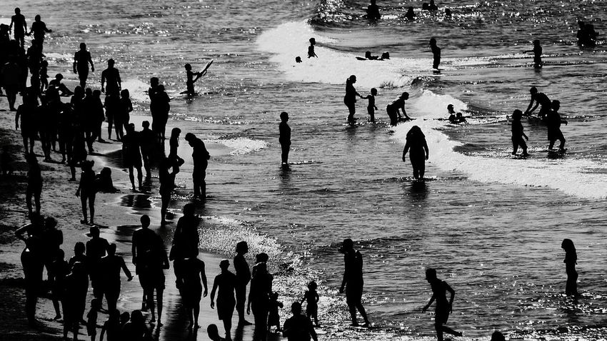 The People On The Beach Black And White Photography Summer2016 Eyeemphoto Week On Eyeem Fresh On Eyeem  People On Beach Crowd Black & White Beach Life Eyeem Black And White Summers Day Monochrome Photography