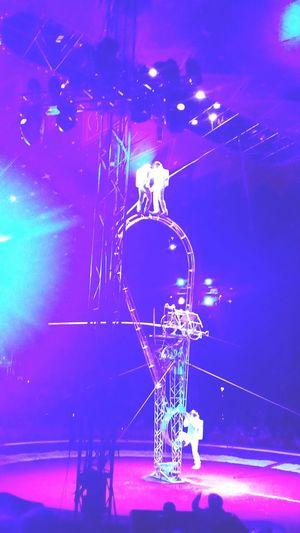 Circus Trapezi Finland Show Cool Astronaut