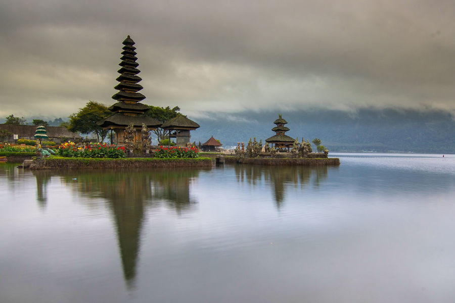 pura ulun danu bratan Beautifuldestinations INDONESIA Indonesia Photography  Southasia Travel Destinations Religion Pagoda Architecture Spirituality Business Finance And Industry Travel Destinations Travel Reflection Place Of Worship History Ancient Lake Landscape Tranquility Outdoors Water No People EyeEmNewHere