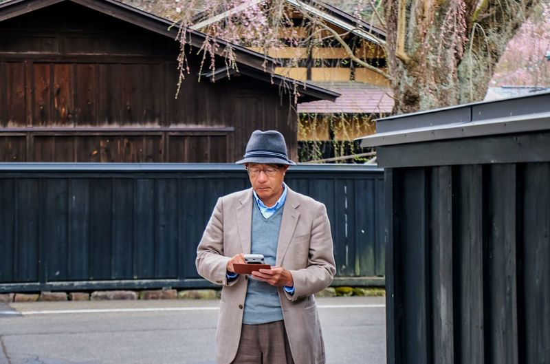 The Portraitist - 2016 EyeEm Awards Japannes Old Man Japanese Style Japanese Culture Japanese Traditional From My Point Of View Enjoying Life Japannes Architecture Cherry Blossom Creative Light And Shadow Black Architec Architecturelovers
