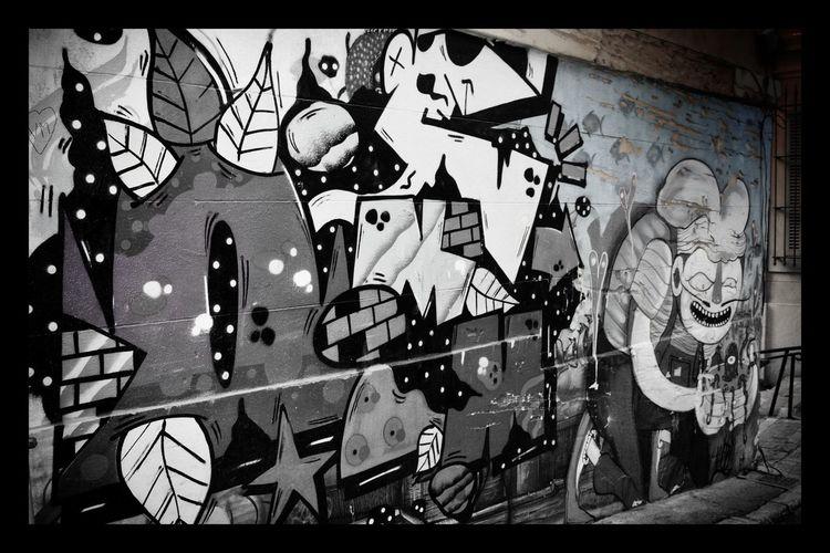 Black And White Graph Art De La Rue No People Day Architecture Built Structure Outdoors Close-up