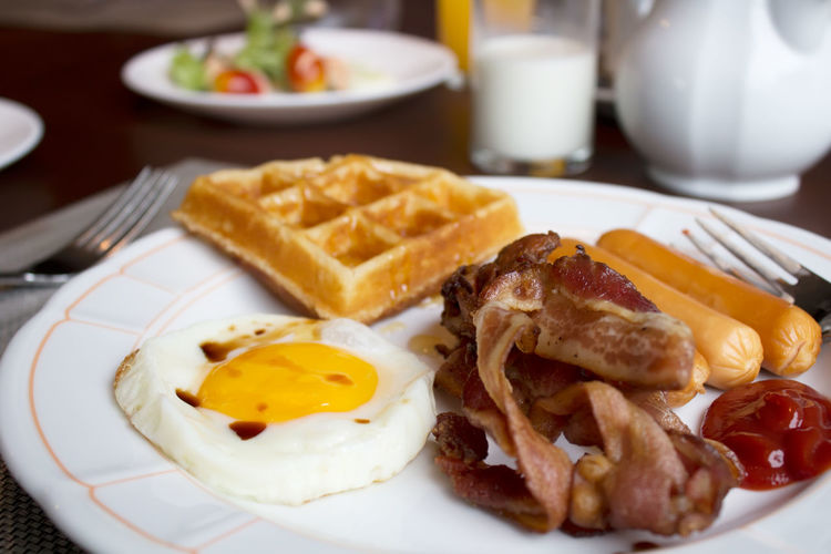 breakfast Appetizer Breakfast Cooked Food Food And Drink Freshness Indoors  Indulgence Meal No People Plate Ready-to-eat Serving Size Temptation Tray Unhealthy Eating Food And Drink Pork Food And Drink Breakfast Meat Indoors  Bacon Egg Pork