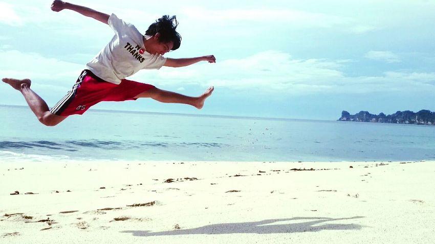 Relaxing Beach Flying Jumpshot Folkgood Folkindonesia Capture The Moment Folkmagazine Exklusive_shot Enjoying Life Folkportraits Viscom Vscogood Vscom Traveldeeper Travel