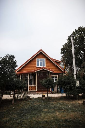 Architecture Built Structure Building Exterior Building Sky Tree Plant House Residential District Clear Sky Copy Space Nature No People Day Land Façade Outdoors Growth Grass