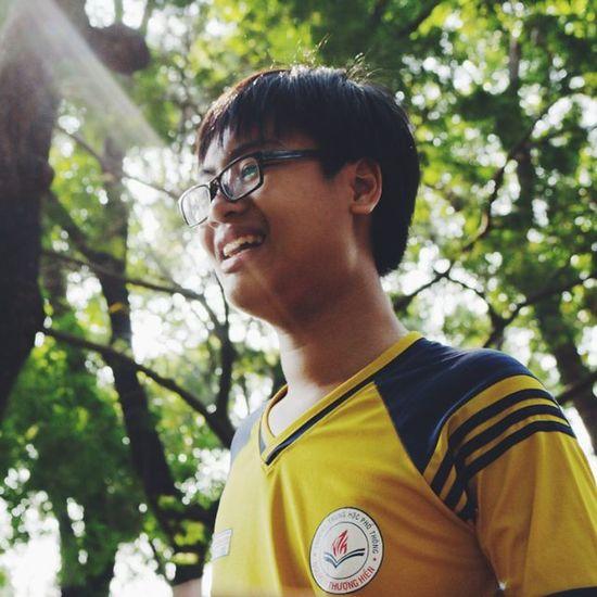 Là vì nắng đẹp, cảnh đẹp nên cậu đẹp hay vì cậu đẹp nên cảnh vật xung quanh thật hoàn mĩ? Heocaoco 70d Bèo :))) Nắng đẹp quáaaa!! _____ 1855mm Canon Canon70d Canon_photos Canonlover Humansofsaigon Nth NTHtraditionalcamp Teamvàng Smile Boy Beo Vscocam VSCO Vscovietnam Vietnam Saigon Hochiminh Sun Sunshine Sunny Ig_vietnam _____