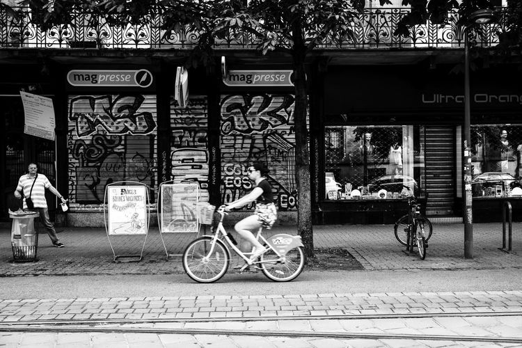 Straßentheater ... Urban Perspectives Street Photography Black & White The Devil's In The Detail Man Woman Bicycle Black And White Architecture Text Transportation Building Exterior Built Structure City Mode Of Transportation Land Vehicle Communication Western Script Street Real People Sign Script Footpath Lifestyles Day Bicycle Lane Riding Bike Graffiti The Street Photographer - 2019 EyeEm Awards