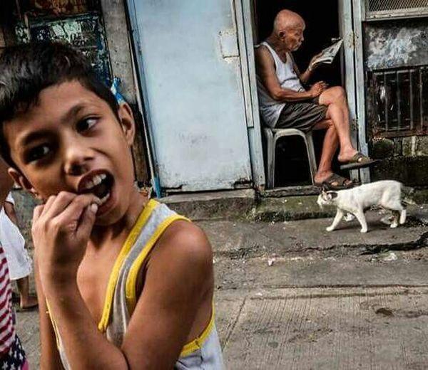 Urban Lifestyle The Street Photographer - 2017 EyeEm Awards