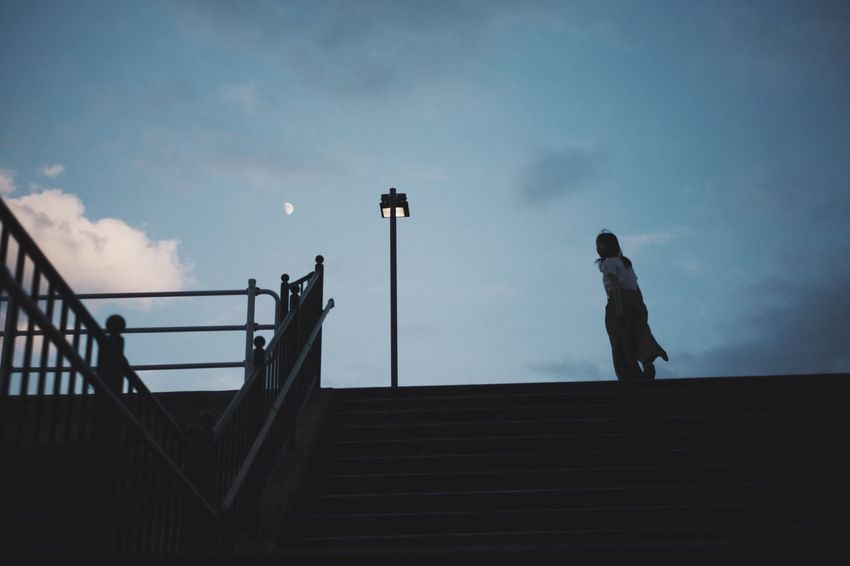 VSCO Vscocam Light And Shadow Japan Streetphotography Snap Sky Cloud - Sky Real People Architecture Silhouette One Person Staircase