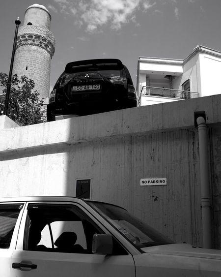 No Parking. Travel Baki